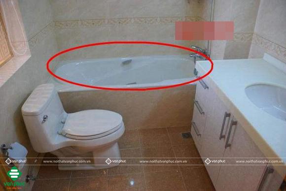 Bồn tắm chỉ phù hợp với những phòng vệ sinh rộng rãi